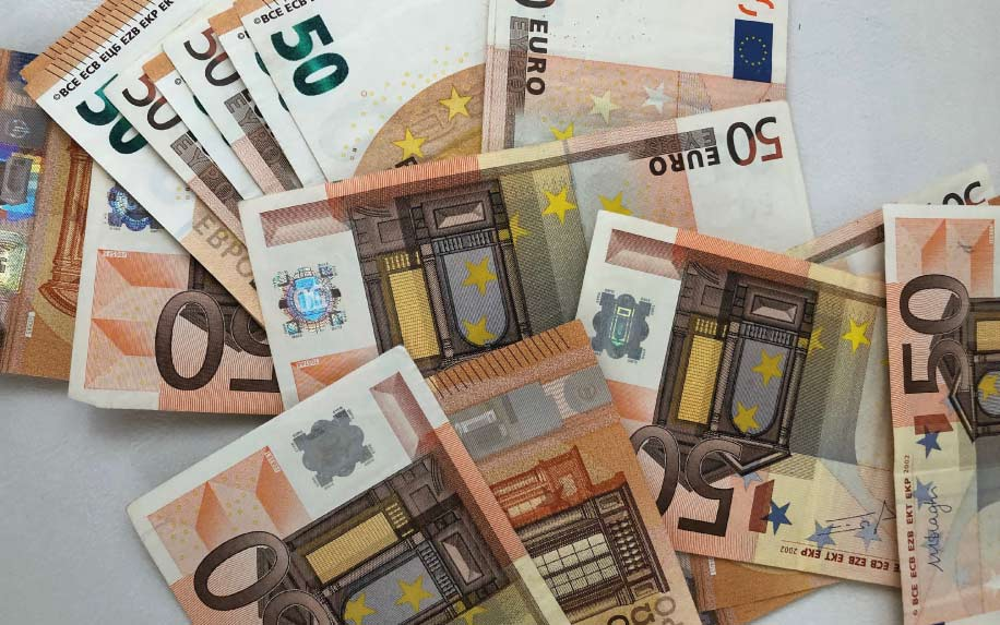 Refinance 50 euro notes on table photo why do businesses need finance